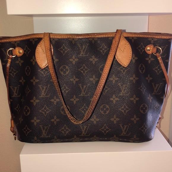 23635bfacf53 Louis Vuitton Handbags - Louis Vuitton Neverfull PM